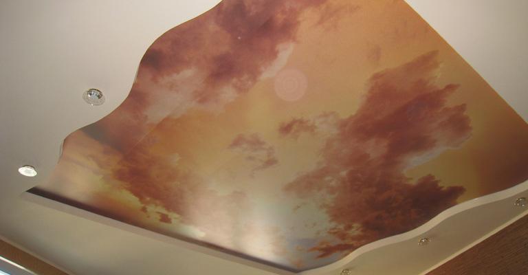 натяжные потолки под мрамор