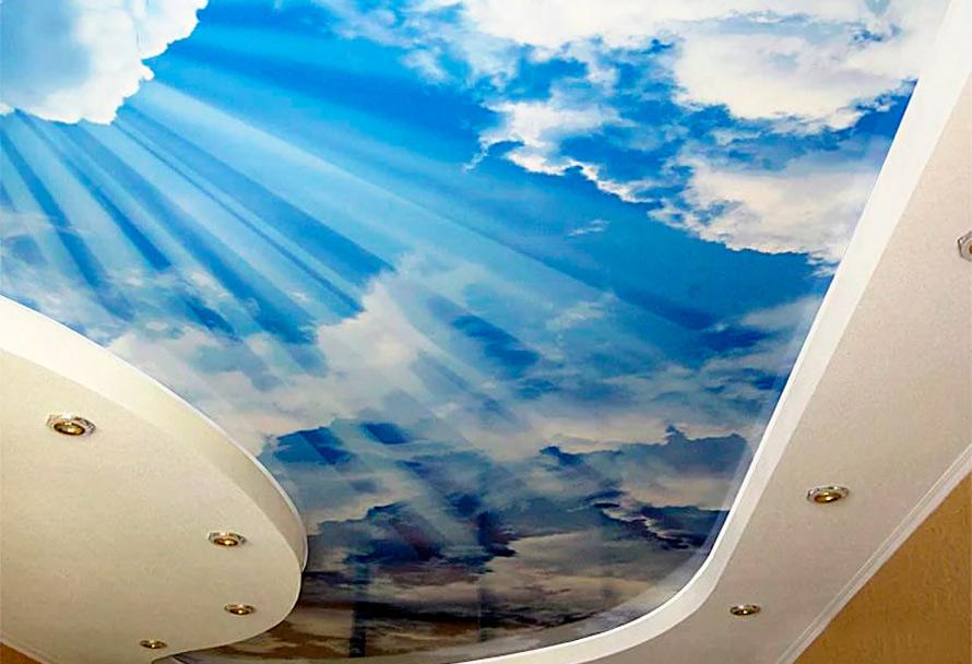 варианты натяжных потолков с облаками и подсветкой
