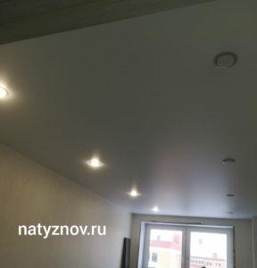 обои или натяжной потолок